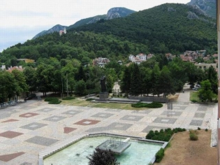 "Площад ""Христо Ботев"" се ремонтира последно през 2004 г."