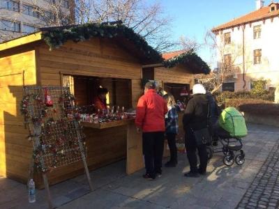 Коледни къщички стават улични павилиони