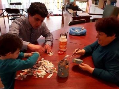 Групови занимания с деца и родители предлага центърът.