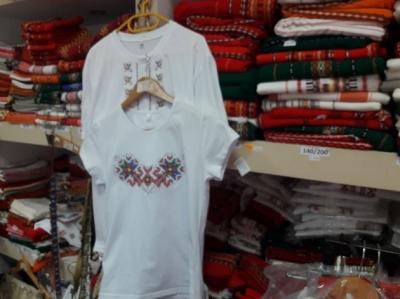 тениските с народни мотиви се търгуват по 18 лв.