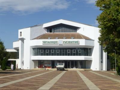 С нова фасада посреща читалището в Бяла Слатина.
