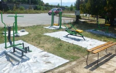 """Нов фитнес бе направен пред стадиона по програма """"За чиста околна среда"""""""
