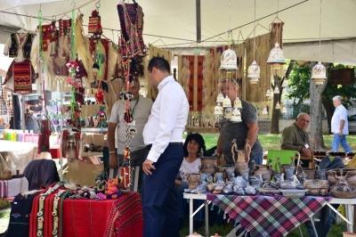Лично кметът посети часове преди старта търговците на форума.