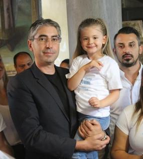 Кръстник на хлапета стана кметът на общината Илийчо Лачовски