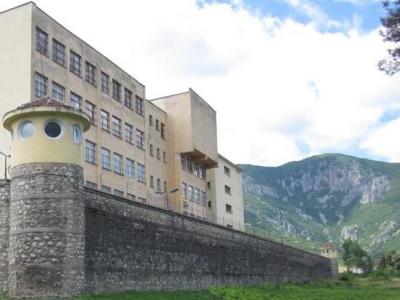 По 2 перашки боядисва всеки зад решетките във Враца