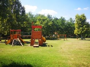 Само преди година Общината постави и детски съоръжения.