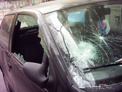 Полицаи задържаха мъж, разбил стъклата на 12 коли във Враца