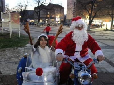 Дядо Коледа яхна мотор в Бяла Слатина