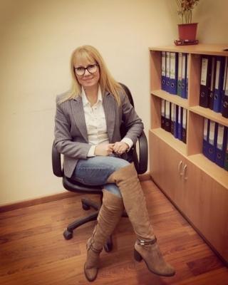 Общинският съветник Галя Ангелова помага на семейството