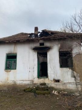 Огромни са щетите по къщата след пожара