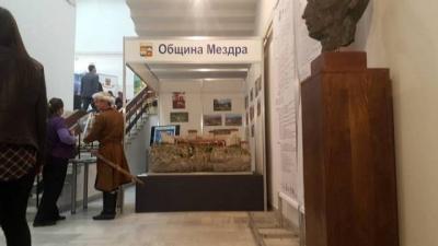 Модерен щанд с мултимедия представи Мездра в Търново.