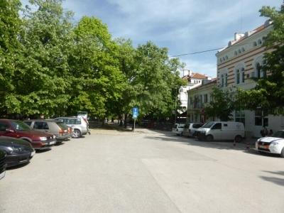 Митрополията превзе част от паркоместата в Синята зона