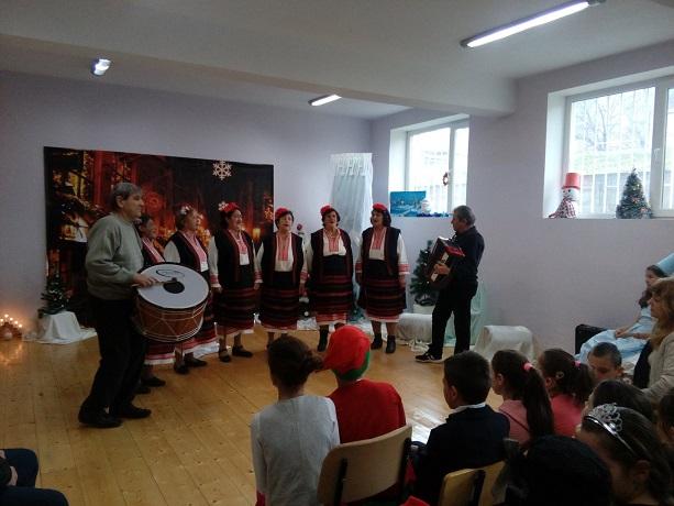 Самодейци от Косталево с изява във Врачанско училище