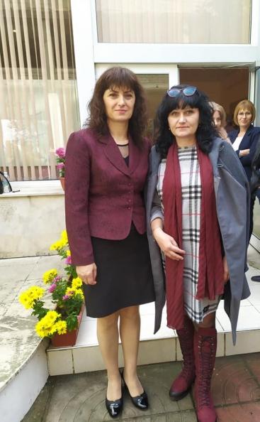 Румяна Декова (вляво) поема парламента за втори път.