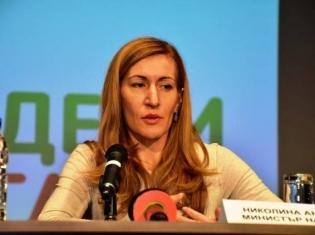 Ангелкова се съгласи с Добрев, но настоя за търпение.