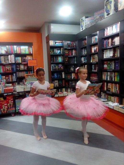 Танц на куклите с книжки в ръка изпълниха малките балерини