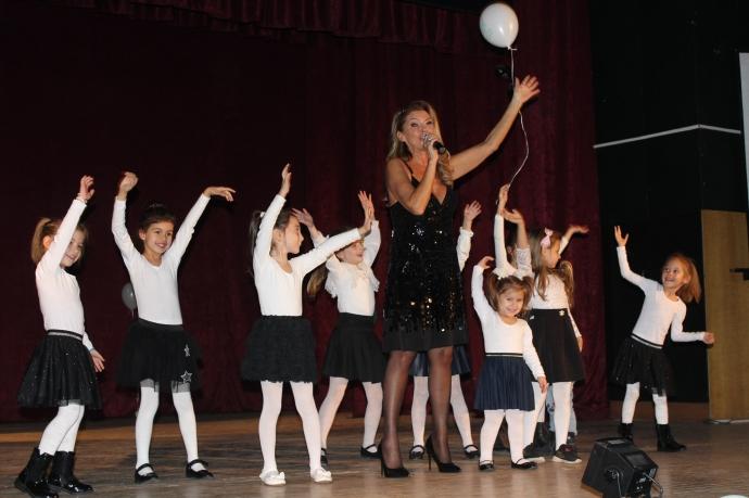 Нели Рангелова изпя най-големите си хитове пред пълната зала