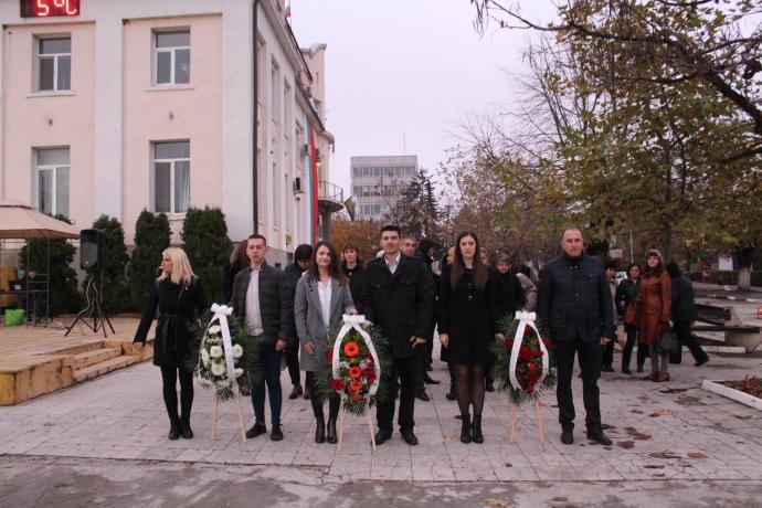 Венци и цветя за загиналите във воините кнежени