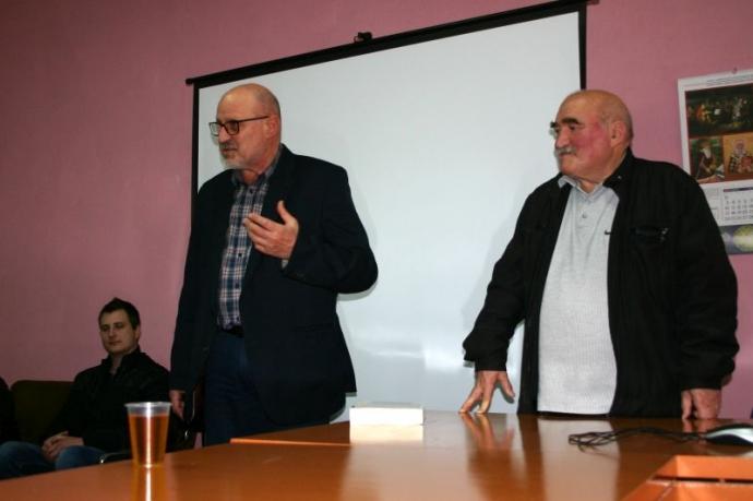 Редакторът проф. Калин Порожанов и автора Георги Ралчев на премерата