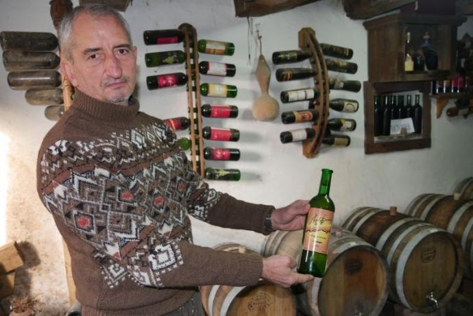 Бутиковата изба, която е над 100-годишна, пази уникалните вина от стари сортове