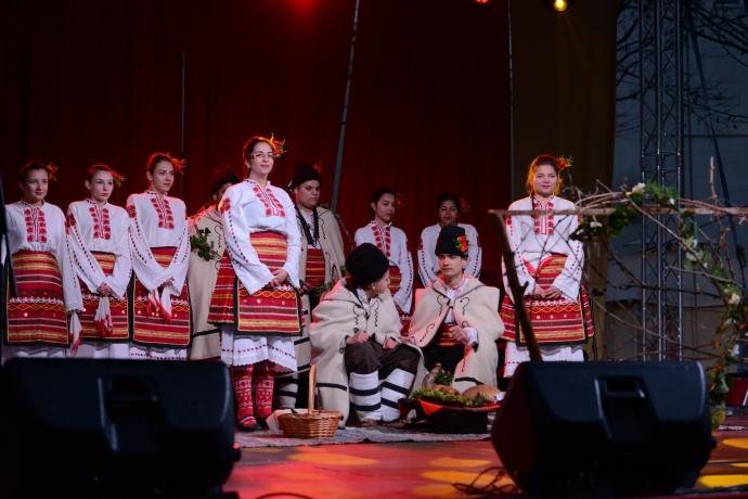 Самодейците от читалищата в Бутан и Хърлец придадоха местен колорит на празника